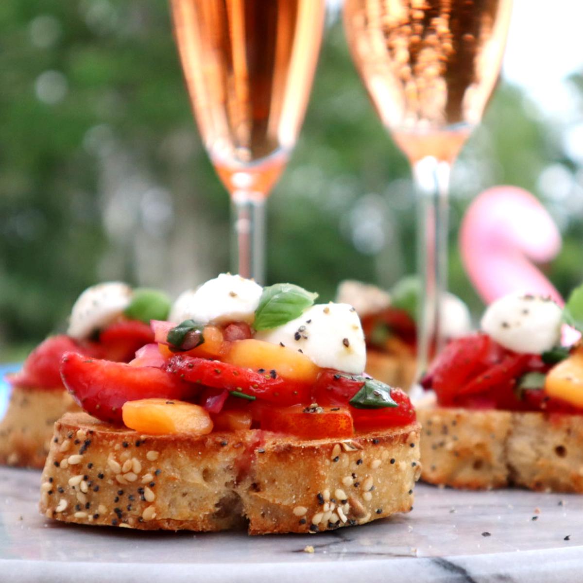 Bruschetta med jordgubbar och nektariner