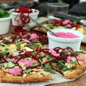 Vegetarisk pizza med chèvre och rödbetor