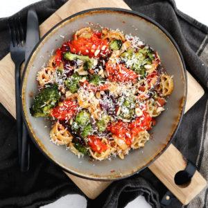 Vegetarisk pasta med ugnsrostade grönsaker