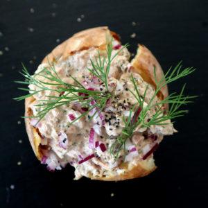 Bakad potatis med lättfixad krämig tonfiskröra