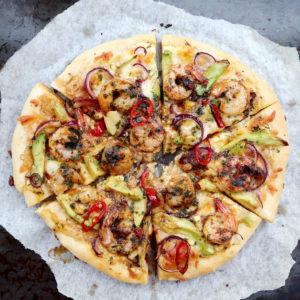 Godaste pizzan med chilimarinerad scampi och avokado!