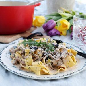 Krämig pasta med champinjoner och lövbiff