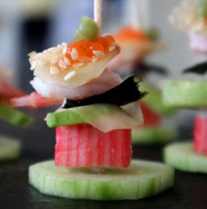 Plockmat på tandpetare med sushi-tema